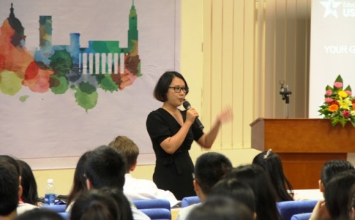 Hundreds of Hue pupils and students join the America Roadtrip festival