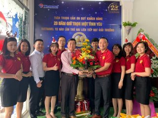 "Vietravel Huế đón cúp ""World's Leading Group Tour Operator"""