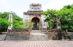 Valuable information emerges owing to result of archaeological survey of King Dong Khanh Tomb relic site