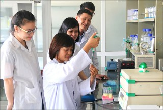 Offering bilingual PhD program in Biology