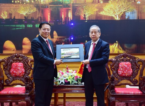 Chairman of the provincial People's Committee Phan Ngoc Tho receives the Consul General of the Lao People's Democratic Republic in Da Nang