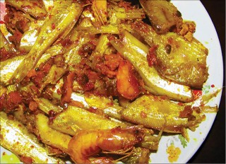 Mai fish stewed with turmeric - a rustic but delicious dish