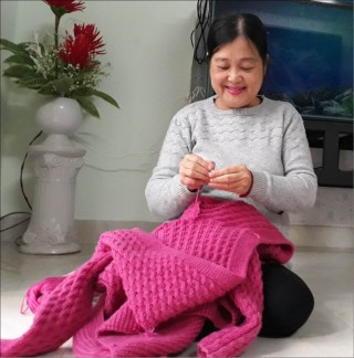 Does anyone still knit winter sweaters?