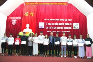 150 students of Hue University receive Nguyen Truong To scholarship