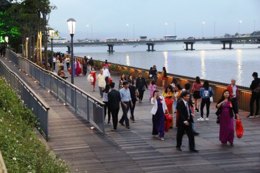 The walking street on the Huong River inaugurated