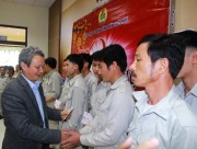 Secretary of the Provincial Party Committee visits and presents gifts to employees and workers
