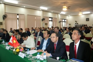 """Development of Vietnam - Canada education partnership"""