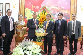 Leaders of Savannakhet province (Laos) sent New Year's greeting to Thua Thien Hue province