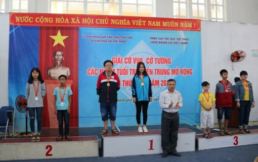 Hue team wins the first prize in the Chess and Chinese chess Tournament for youth groups