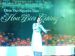 "Hue City held a poetry Night themed ""Frontier flowers"""