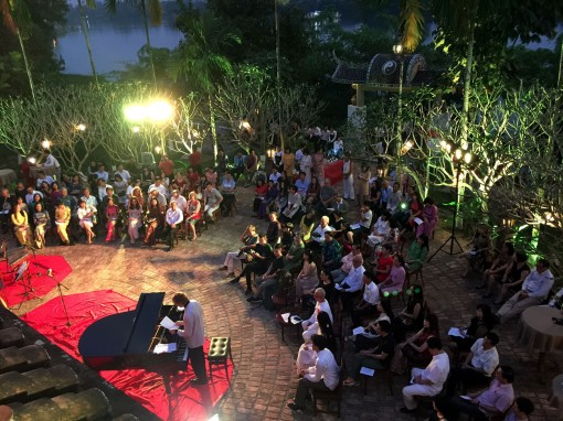 A musical evening calls for support for the project of building a public swimming spot by the Huong River