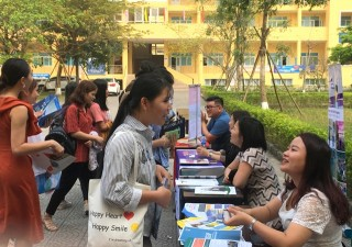 University of Economics, Hue University introduces education programs in Canada to students