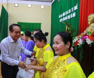Permanent Deputy Secretary of the Provincial Party Committee presents gifts to female patients with difficulties