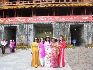 Free tickets for women wearing traditional ao dai to visit relics