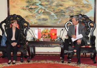 Provincial Party Secretary Le Truong Luu received the Singapore Ambassador in Vietnam