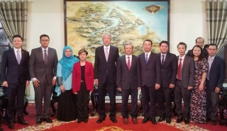 Provincial Party Secretary Le Truong Luu receives Singapore Deputy Prime Minister