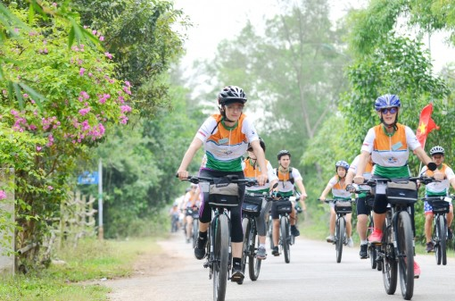 Cycling and fundraising for poor children in Vietnam