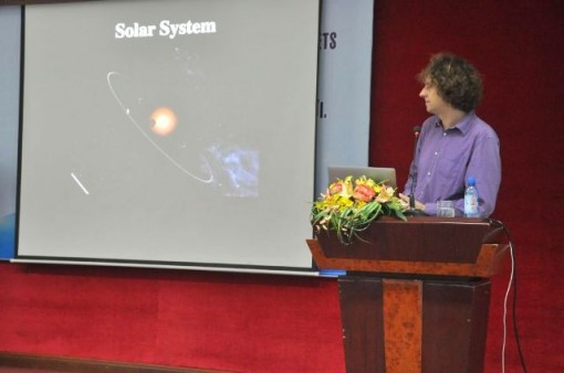 Professor Guillaume Hebrard shares his research information at Hue University
