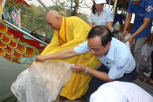 40 thousand fish released into the Huong river