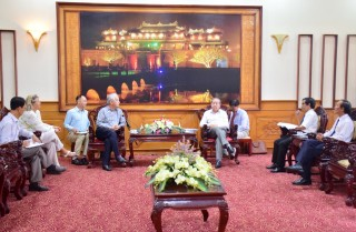 Chairman of the Provincial People's Committee Phan Ngoc Tho meets with Chairman of Eurasia Foundation and Association