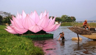 Colossal lotus lanterns launched to celebrate Vesak 2563