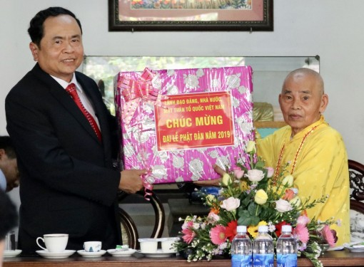 Chairman of Vietnam Fatherland Front Committee visits Hue City prior to the United Nations Great Celebration of the Vesak 2019