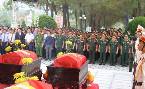 Commemorating and reburying the remains of 18 Vietnamese voluntary soldiers sacrificed in Laos