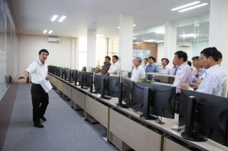 Many units learn about the development of smart urban services in Hue