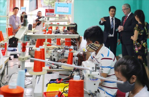 Bringing businesses to vocational schools: Benefits for all three sides