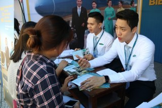 Vietnam Airlines recruits 700 positions for students of Hue University of Economics