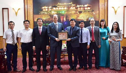 German Ambassador pays a courtesy visit to leaders of Provincial People's Committee to end his term in Vietnam