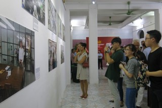 "Opening the exhibition ""German-Vietnamese cooperation through photos"" in Hue"