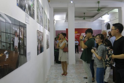 """Opening the exhibition """"German-Vietnamese cooperation through photos"""" in Hue"""