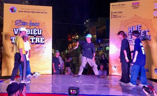 100 contestants attended the Youth Dance Festival