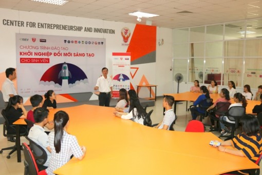 Innovative and creative startup training program for students in Hue opens