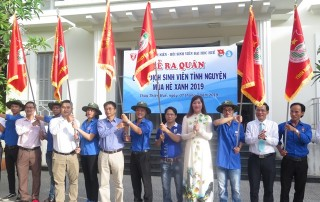 More than 1,000 students of Hue University participate in summer volunteer campaign
