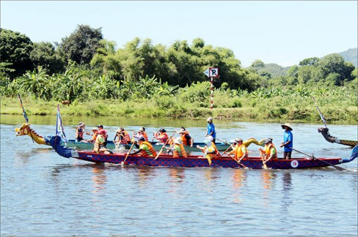Unique and distinct team building on the Huong River