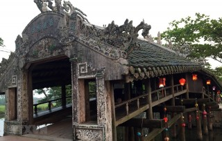 Monthly night market to open at Thanh Toan Tiled Roof Bridge
