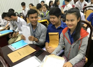 Almost 60 Laotian students enrolling in Hue University