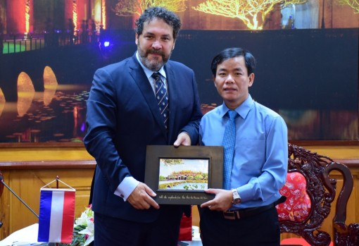 Vice Chairman of the Provincial People's Committee receives the Dutch Consul General