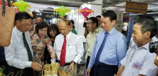 300 stands participate in the Rural Industrial Products and Craft Villages Fair