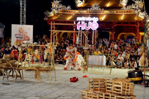 "The night of ""Nhat Dia Buu"" Competition closes Hue Unicorn Dance Festival"