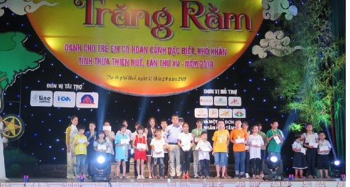 Nearly 1,000 underprivileged children enjoyed full-moon festival