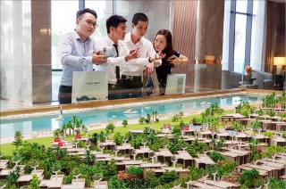 Resort estate increasingly develops in Hue