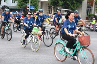 Trinh Cong Son's family goes on a bike parade to express their love for Hue