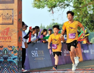 The smiles on the running track of Hue Half Marathon 2019
