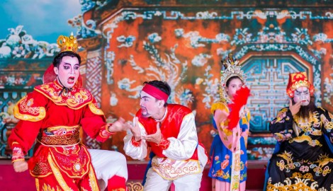 Come to Hue to see theatrical drama