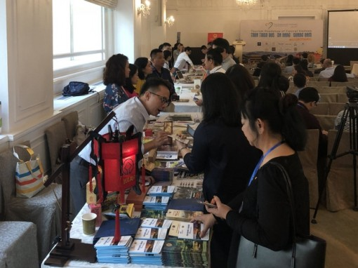 Hue holds a roadshow to introduce tourism in Singapore