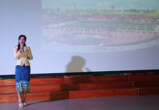 "Laotian students compete at the speaking contest themed ""Vietnam - The country I love"""