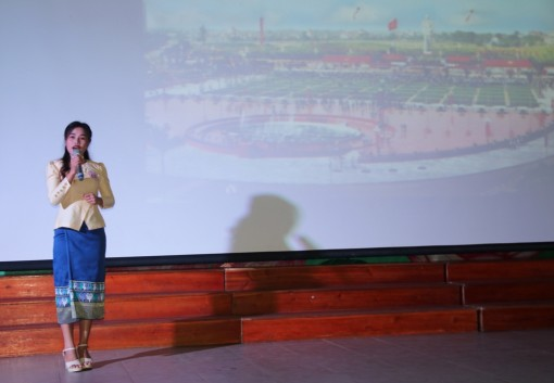 """Laotian students compete at the speaking contest themed """"Vietnam - The country I love"""""""